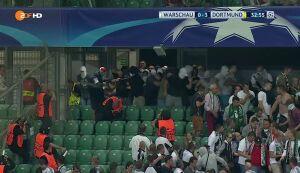 Burdy na stadionie. Kibole Legii chcieli się wedrzeć do sektora Borussii