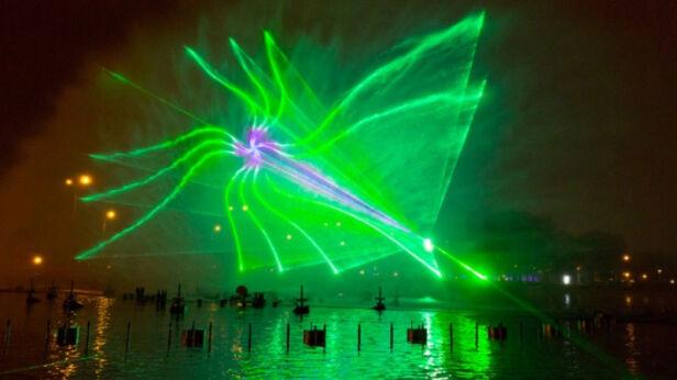 Lasery w Parku Fontann M. Radwański / UM Warszawa