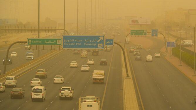 Ogromna chmura pyłu. Kuwejt spowiła burza piaskowa