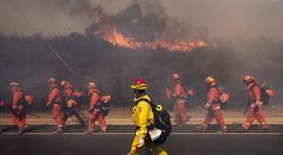 Kalifornia walczy z pożarami (PAP/EPA/PETER DASILVA,ETIENNE LAURENT,JOHN CETRINO)