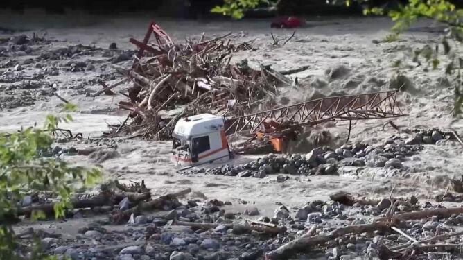 """""""Morze wokół mojego domu"""". Dwie osoby nie żyją, 20 zaginionych po powodziach we Francji"""
