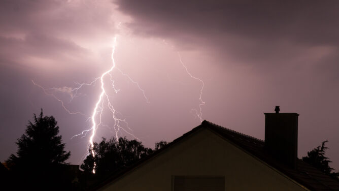 Burze, grad, intensywne opady deszczu. IMGW wydał prognozę zagrożeń